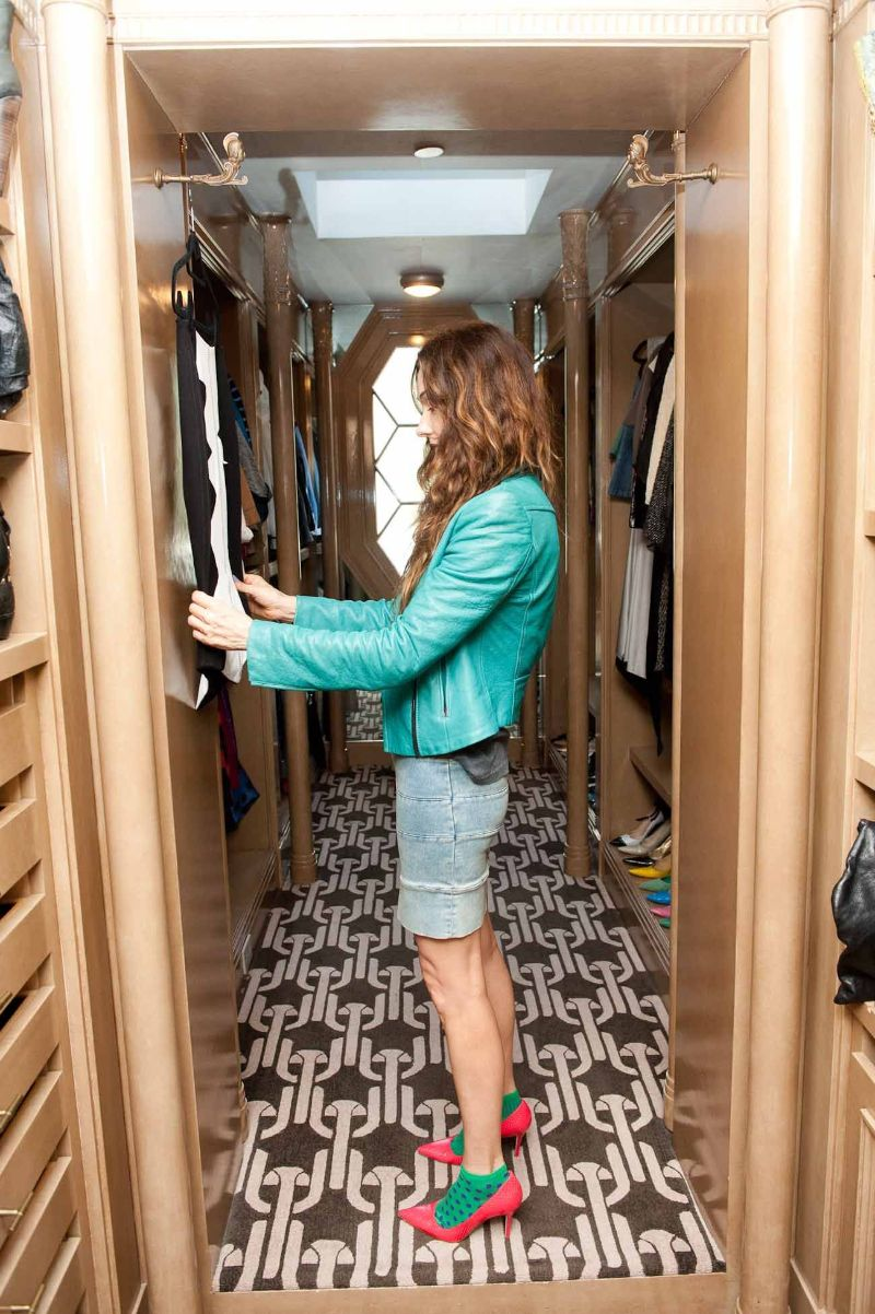 Walk-In Closets Of Your Dreams: Intimate and Elegant Spaces For You   Walk In Closets Of Your Dreams Intimate and Elegant Spaces For You 4