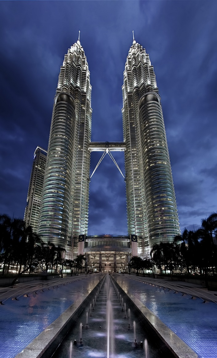 See Before you Die, best design events, buckingham palace, burj khalifa, city guide, colosseum, empire state building   20 most famous and iconic buildings to see before you die 02 petronas towers kuala lumpur