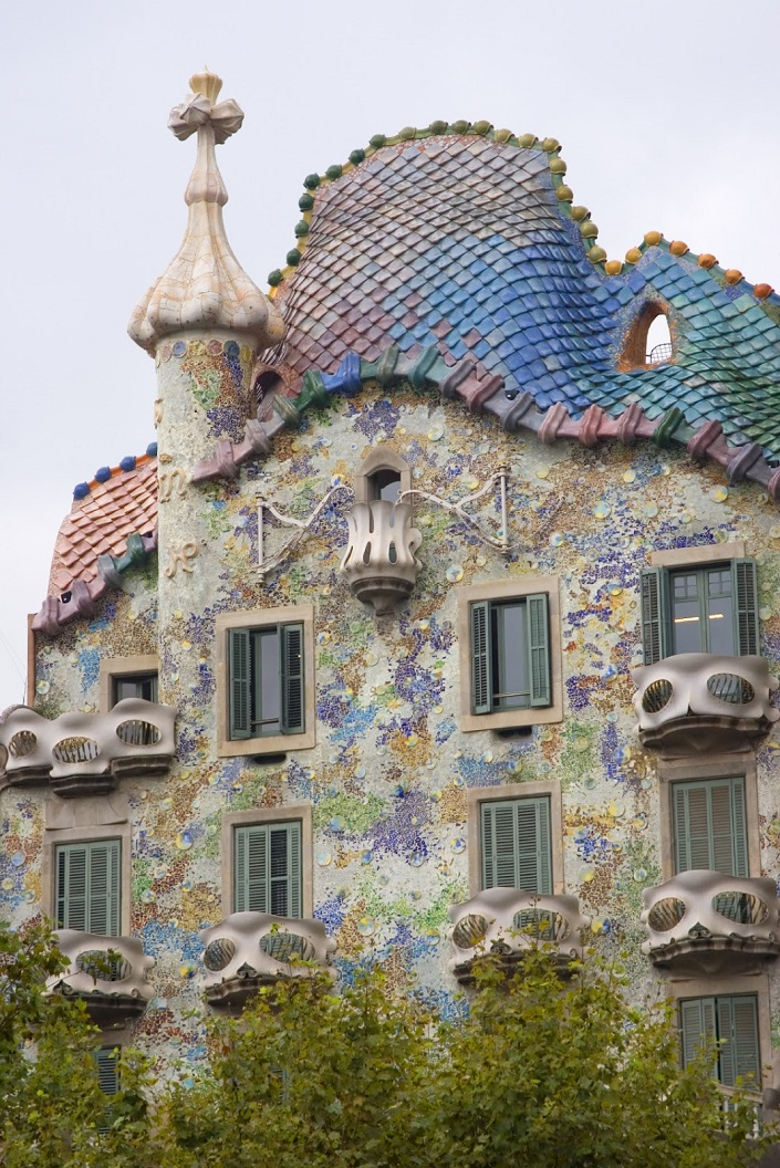 Iconic Buildings, See Before you Die, best design events, buckingham palace, burj khalifa, city guide, colosseum, empire state building   20 most famous and iconic buildings to see before you die 10 gaudi house barcelona