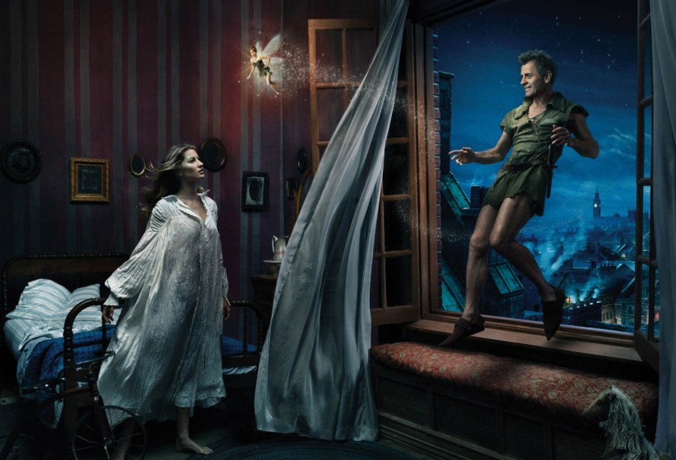 """Annie Leibovitz Photography"" Mikhail Baryshnikov as Peter Pan Gisele Bu ndchen as Wendy and Tina Fey as Tinkerbell1 e1355306245922"